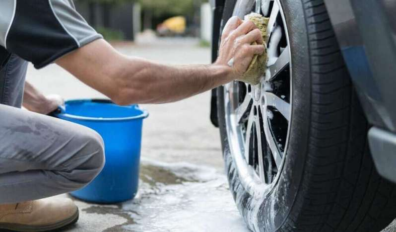 How to clean car Tire