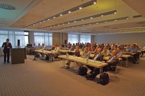 Den 80 Teilnehmern der Lino-Konferenz erklärte Uwe Burk die Entwicklung von Engineering 4.0.