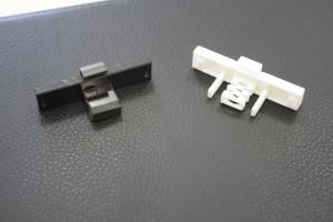 Handgefertigter (links) und 3D-gedruckter Prototyp: Schneller und näher am realen Bauteil.
