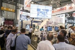 Viel Information von Soft- und Hardwareherstellern, hier bei SolidCAM (Bild: Messe Stuttgart).