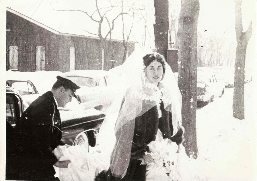Mom Wedding surrounded by Snow 896x633