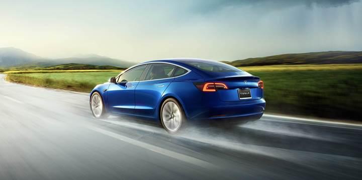 Tesla, Model 3'lerin maksimum gücünü uzaktan güncellemeyle arttırdı