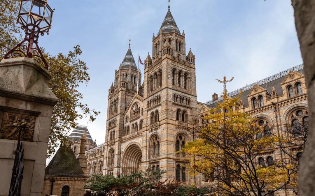 Das Natural History Museum in London von außen.