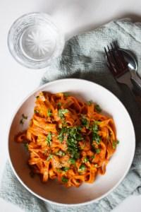 Cremet pastasauce med peberfrugter og paprika