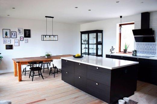 sort køkken marmor bordplade