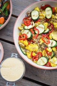 Blomkålssalat med boghvedekerner, grillede squash og peberfrugt
