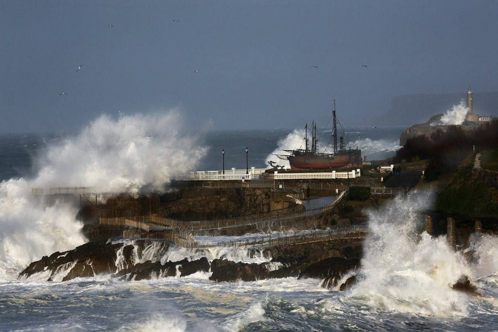 Yellow weather warnings issued for strong winds and rough seas