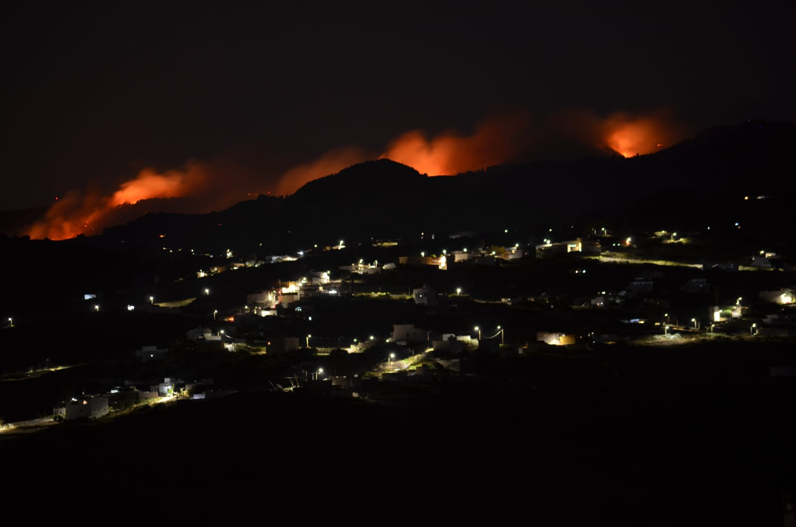 Forest fires break out again in Gran Canaria