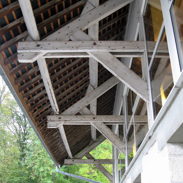 Mont D'Hor at St Thierry. The barn roof external structural timbers