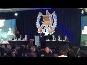 Presidente Jimmy Morales ora por Guatemala