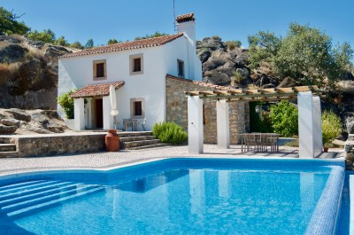 Guest house with pool and terrace