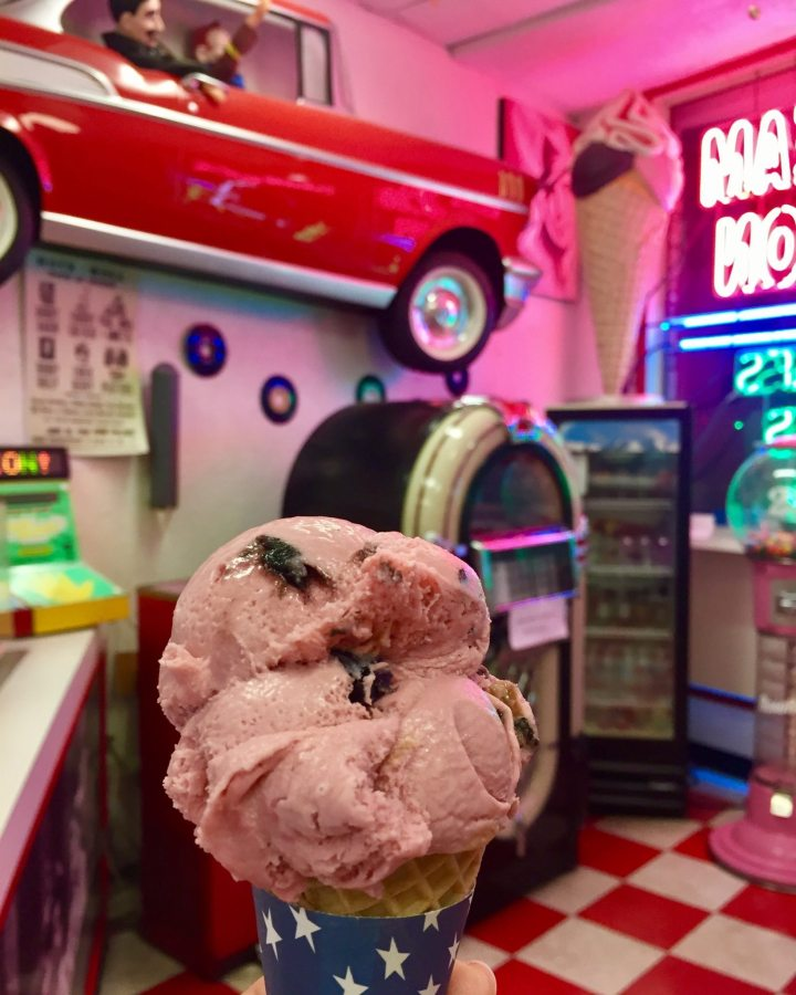 Sorveteria tradicional de Naples - Regina's Ice Cream na 5th Avenue.