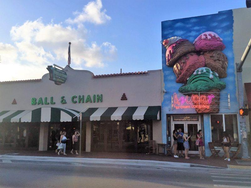 Ball & Chain ao lado da Azucar