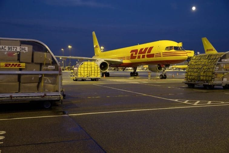 airplane dhl