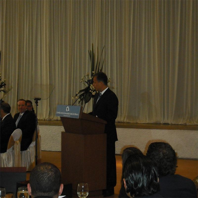 El nio que dio a Felipe Caldern una clase de Tor o la comida de la Comunidad juda con el Presidente  Enlace Judo