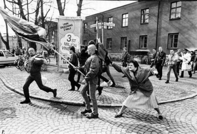 1985 - Sobreviviente del Holocausto le pega a un Skin Head - Enlace Judío México