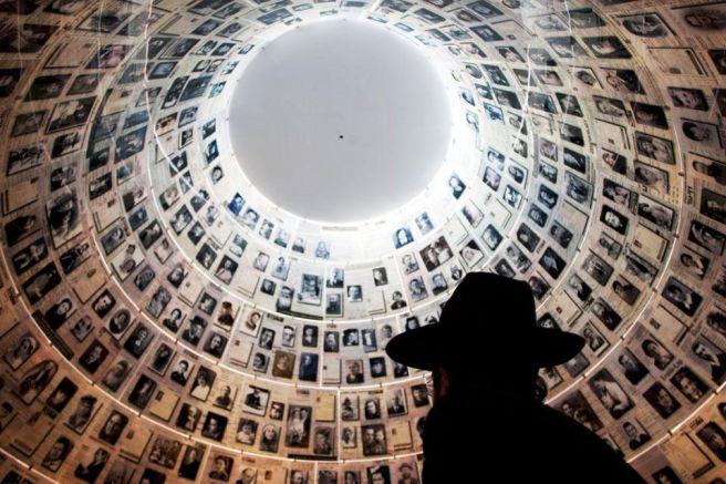 El techo con las fotos y los recuerdos de tantos, perdidos en el Holocausto nazi, El Museo del Holocausto en Israel tiene éste magnífico museo - Enlace Judío México