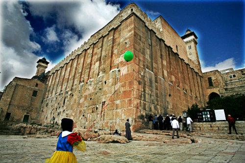UNESCO convierte sitios sagrados judíos en musulmanes