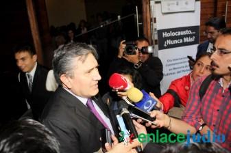 26-ENERO-2017-RELACIONAN EL MURO DE TUMP CON EL MURO DEL GHETTO DE VARSOVIA EN EL DIA INTERNACIONAL DEL HOLOCAUTSO -61