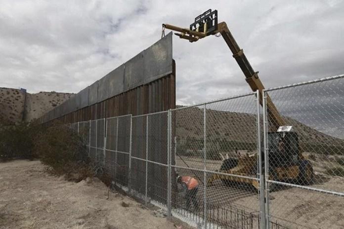 Estados Unidos elige a los finalistas para diseñar el muro fronterizo que quiere Trump