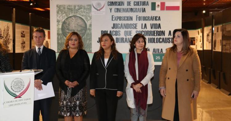 """Inaugura María Ávila, exposición """"Jugándose la vida, Polacos que socorrieron a judíos durante el holocausto"""""""