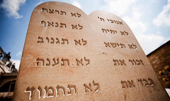 Cumplir los mandamientos de la Torá: a fuerza ni los zapatos entran