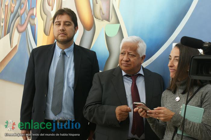 """Pastores cristianos evangélicos visitan """"La luz detrás del Génesis"""" de Mauricio Avayú"""