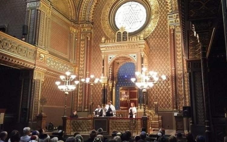 Nuevo rollo de Torá simboliza un renacimiento judío liberal en la República Checa