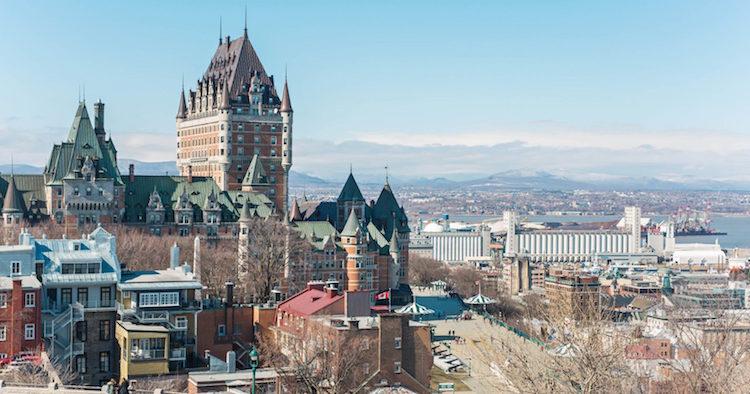 Nuevo gobierno de Quebec prohibiría uso de kipá a servidores públicos