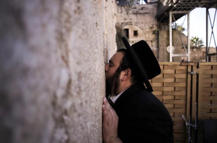 Desde el Talmud, ¿cómo nos enseña la Torá a rezar?