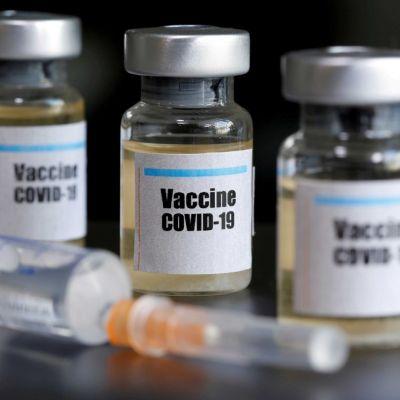 Vacuna contra el coronavirus de AstraZeneca mostró eficacia promedio del 70%