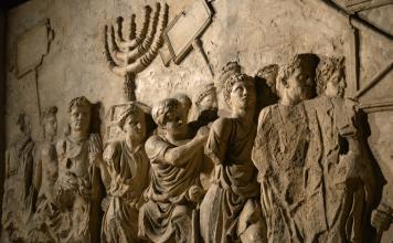 El Bet haMiqdash, el gran Templo de Jerusalem, fue destruido y saqueado por el ejército de Tito, el 9 de Ab del año 68 de la era común