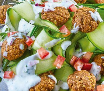 Receta del día: Ensalada falafel con pepino y yogurt