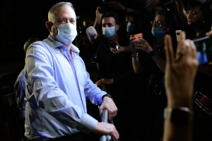 El ministro de Defensa israelí, Benny Gantz, será sometido a una cirugía de espalda durante la noche de este martes por una hernia de disco que sufrió durante su servicio militar, informó su oficina