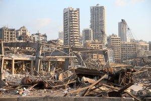 La ayuda internacional ha empezado a fluir ante la devastación se considera que podría ser insuficiente, el futuro de Líbano es a todas luces incierto