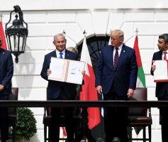 León Opalin/ El circulo de la paz en el Medio Oriente