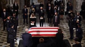 El ataúd de Ruth Bader Ginsburg durante su homenaje póstumo en el Capitolio