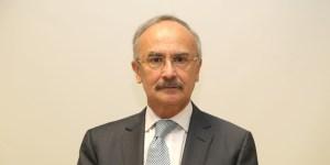 El doctor José Halabe Cherem fue reconocido por su labor como jefe de la División de Estudios de Posgrado de la Facultad de Medicina por la UNAM