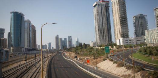 La policía de Israel aplica miles de multas por violar el confinamiento a medida que aumentan los casos de COVID-19