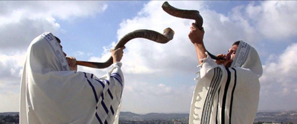 cuando escuchamos el Shofar en Rosh haShaná debemos decirnos a nosotros mismos que HaShem es nuestro Rey, que nosotros somos Sus súbditos, que aceptamos Su reinado y nos comprometemos a obedecerlo