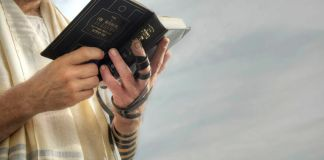 El ayuno y día más sagrados del judaísmo, Yom Kipur, se cierra con una cena íntima y nada excesiva en el 11 de tishrei, víspera del pecado.