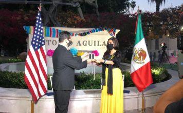 El Doctor Ilan Shapiro fue reconocido con el premio Ohtli de la SRE, entregado por la Embajadora Cónsul General Marcela Celorio.