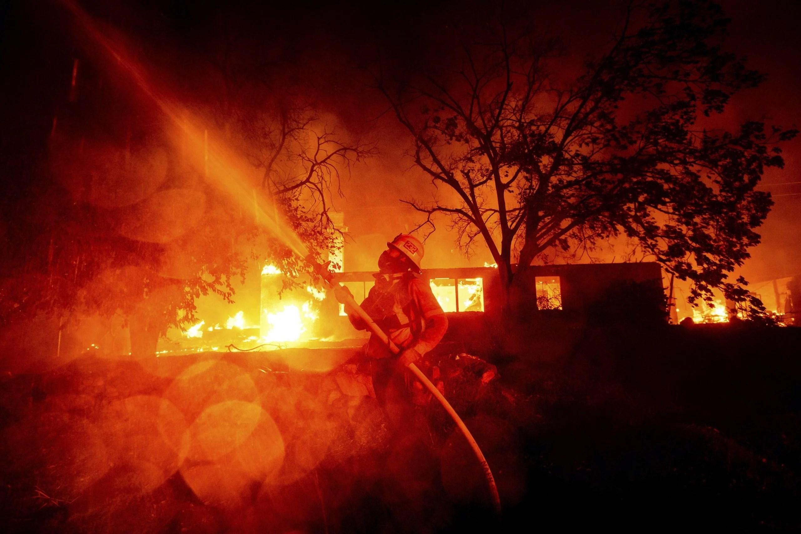 Los incendios forestales ya han arrasado un récord de casi 810 mil hectáreas de California este año, haciendo que sean los más extendidos registrados en EE.UU.