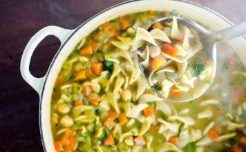 Te traemos esta fabulosa receta muy sencilla pero a su vez deliciosa y fresca de sopa de verduras y pasta, perfecta para una tarde con la familia