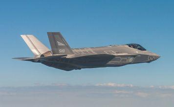 Un F-35 volando, aeronave que en el Medio Oriente solo posee Israel