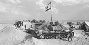 Tanques y tropas de Israel durante la guerra de Yom Kipur de 1973.
