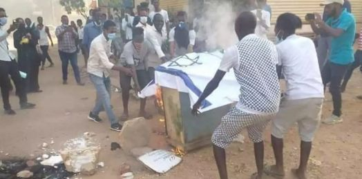 Sudán: manifestantes queman banderas de Israel y rechazan normalización