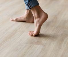 """¿Usar o no zapatos en casa durante la """"nueva normalidad""""? He ahí el dilema"""