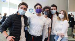 jóvenes en la Jornada Médica número 24 de la comunidad Monte Sinaí