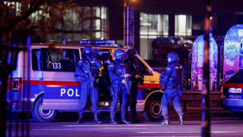 Policías en la ciudad de Viena durante el ataque terrorista del 3 de noviembre de 2020